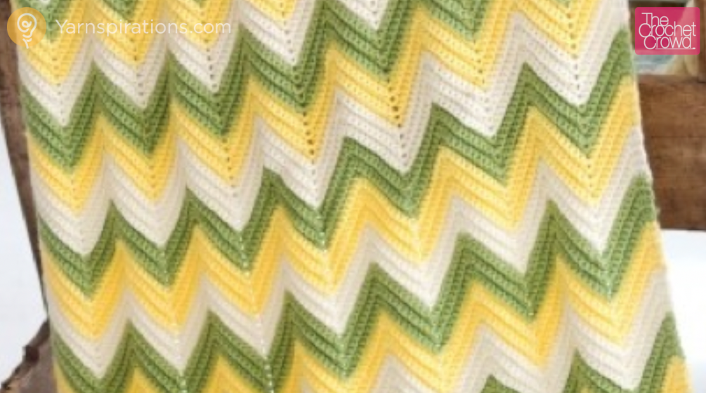 Crocheting Zig Zag Pattern : Crochet Baby Zig Zag Blanket + Tutorial - The Crochet Crowd