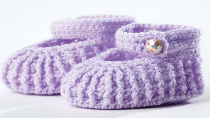 d4adf8fa4 Crochet Mary Jane Baby Booties + Tutorial