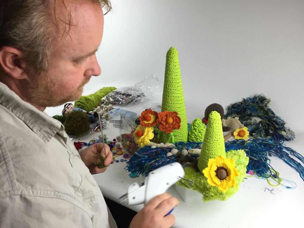 Crochet Diorama with Diva Dan