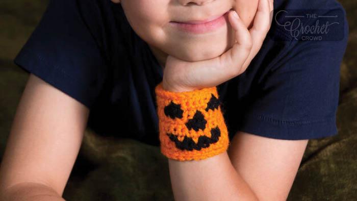 Crochet Halloween Pumpkin Cuff Pattern