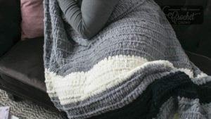 Finger Knitting Bold Stripe Blanket