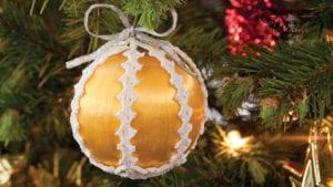 Crochet Lacy Christmas Ornament BallsCrochet Lacy Christmas Ornament Balls