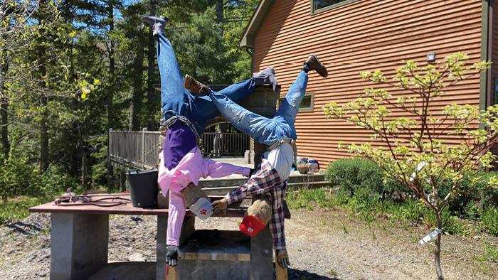 Craft: Cartwheel Pumpkin Patch Lifesize Scarecrows
